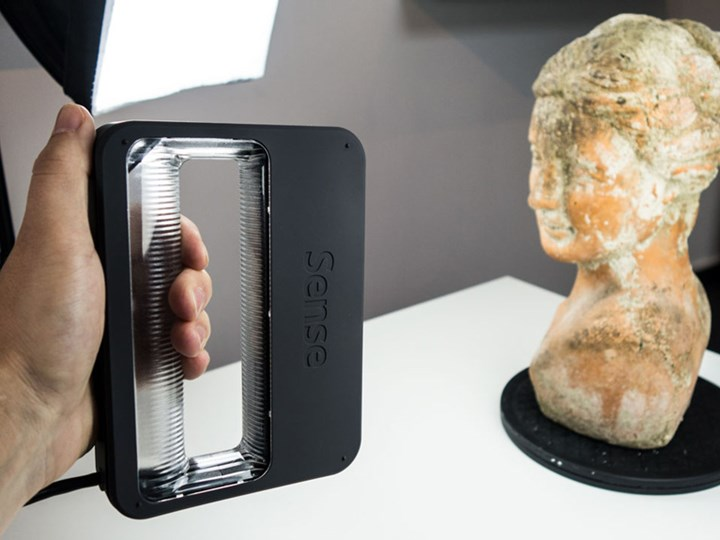 Immersive Lab Equipment: Handheld 3D Scanner